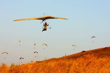 What Is the Difference Between Hang Gliding and Paragliding