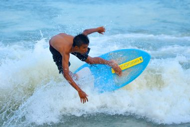 How Do You Ride a Skimboard